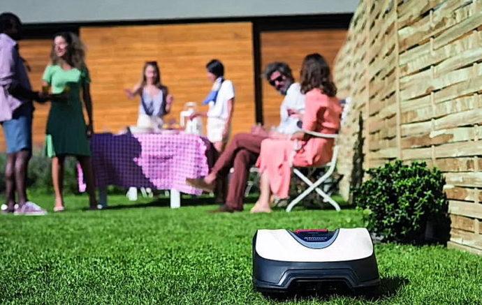 Le robot tondeuse connecté Miimo HRM 40 Live de HONDA - Home Robots