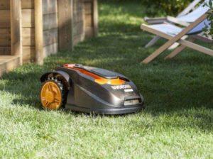 COMMENT CHOISIR VOTRE ROBOT TONDEUSE À GAZON - Home Robots